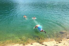 Албания. Криз по озеру Коман