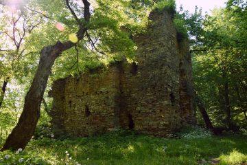 Поход по Товтрам. Древний монастырь
